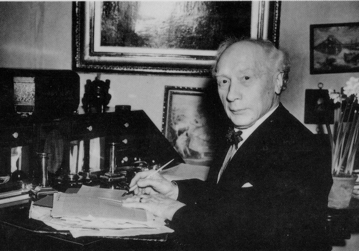 Alexander-at-his-desk-1950